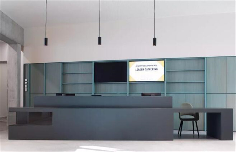 Simple and stylish multi-storey office building01